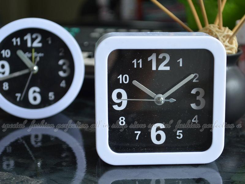 方形 圓形小鬧鐘 黑白簡易鬧鐘 時鐘 贈品 禮品 批發 創意時鐘【GM310】◎123便利屋◎