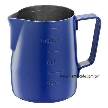 金時代書香咖啡  Tiamo 不沾塗層厚款刻度指示拉花杯 藍色 360ml  HC7086BU