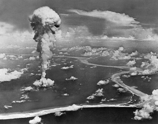 Atomic Bomb Test 1946 Namerican Atomic Bomb Test At Bikini Atoll In The Pacific Ocean 1946 Rolled Canvas Art - (24 x 36) 159dada9bd1c59fcb76258e2e07856e0