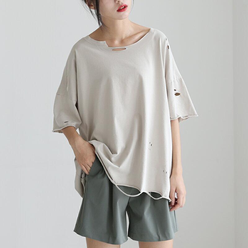 <br/><br/> [全店免運]寬鬆割破洞圓領半袖T恤/ 樂天時尚館<br/><br/>