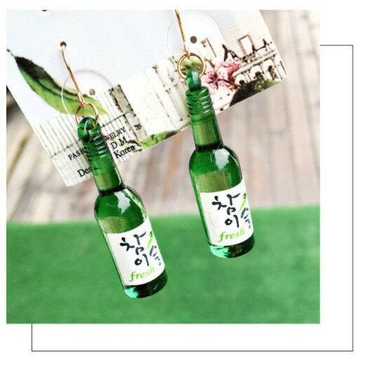 韓國燒酒耳環 酒瓶耳環 長耳環 造型耳環 造型耳環 拍照道具 交換禮物 情人節禮物 啤酒耳環