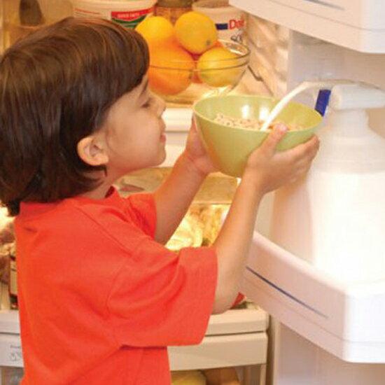 ♚MY COLOR♚電動飲料用抽水器 迷你 自動 飲水 果汁 牛奶 大容量 家庭號 汽水 電池 方便【N72】