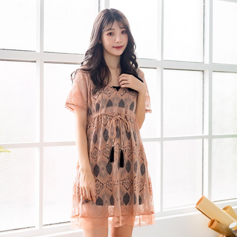 優雅洋裝--時尚甜美兩件式空花蕾絲繫帶吊帶內搭花邊V領洋裝(咖.杏M-3L)-D519眼圈熊中大尺碼 0