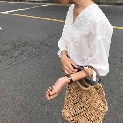 女裝立體花朵鏤空花瓣袖V領五分袖襯衫樂天時尚館。預購