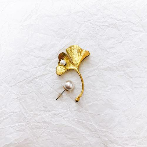 (預購+現貨)黃銅銀杏綴珍珠垂墜夾式耳環針式耳環(矽膠夾)【2-17159】
