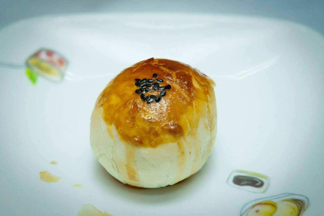 堅持手作 嚴選的紅豆沙餡 蛋黃酥(12入/盒) - 彭成珍餅行