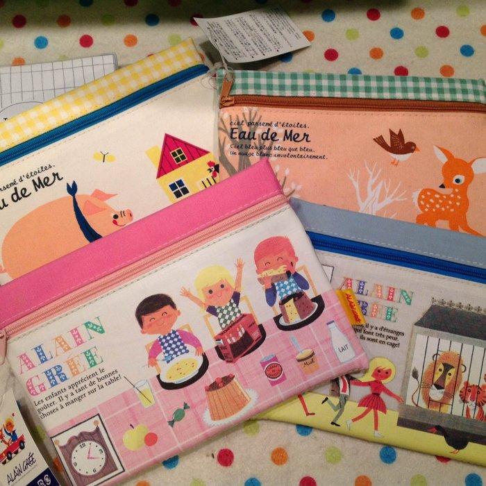 =優 =【日貨 】 小鹿斑筆小豬動物園野餐手繪風格筆袋 收納袋 化妝包 扁筆袋