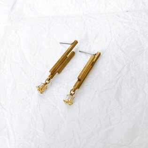 (預購+現貨)白晝流星黃銅垂墜針式耳環【2-17157】