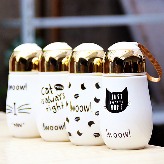 《波卡小姐》免運!精緻白瓷+金色瓶蓋 韓國時尚喵喵手提曲線隨行杯 / 360ml高質感可愛手繪耐高溫保溫咖啡隨身杯瓶 / 便攜式陶瓷茶水壺.果汁牛奶罐 / 貓奴生日禮物