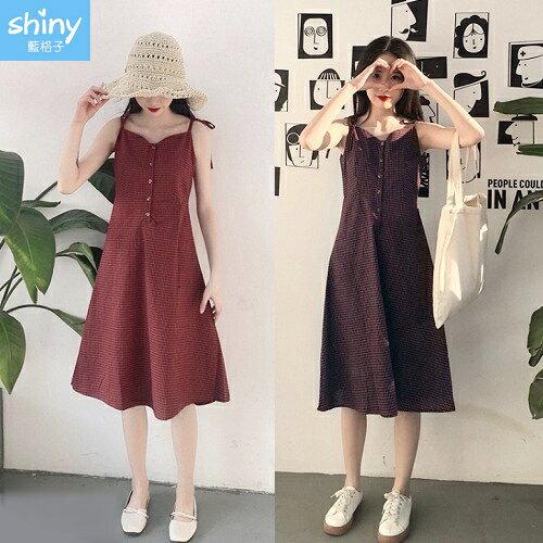 【V2375】shiny藍格子-復古甜釀.顯瘦格紋排釦綁帶細肩洋裝