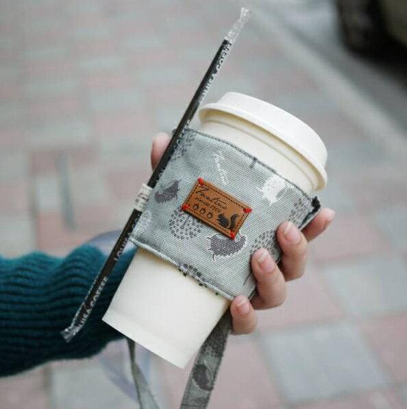 【FANTINO】雙層隔熱環保飲料提袋  杯套 杯袋 手搖杯套 咖啡杯套 - 叢林躲貓貓 - 月球灰1769936