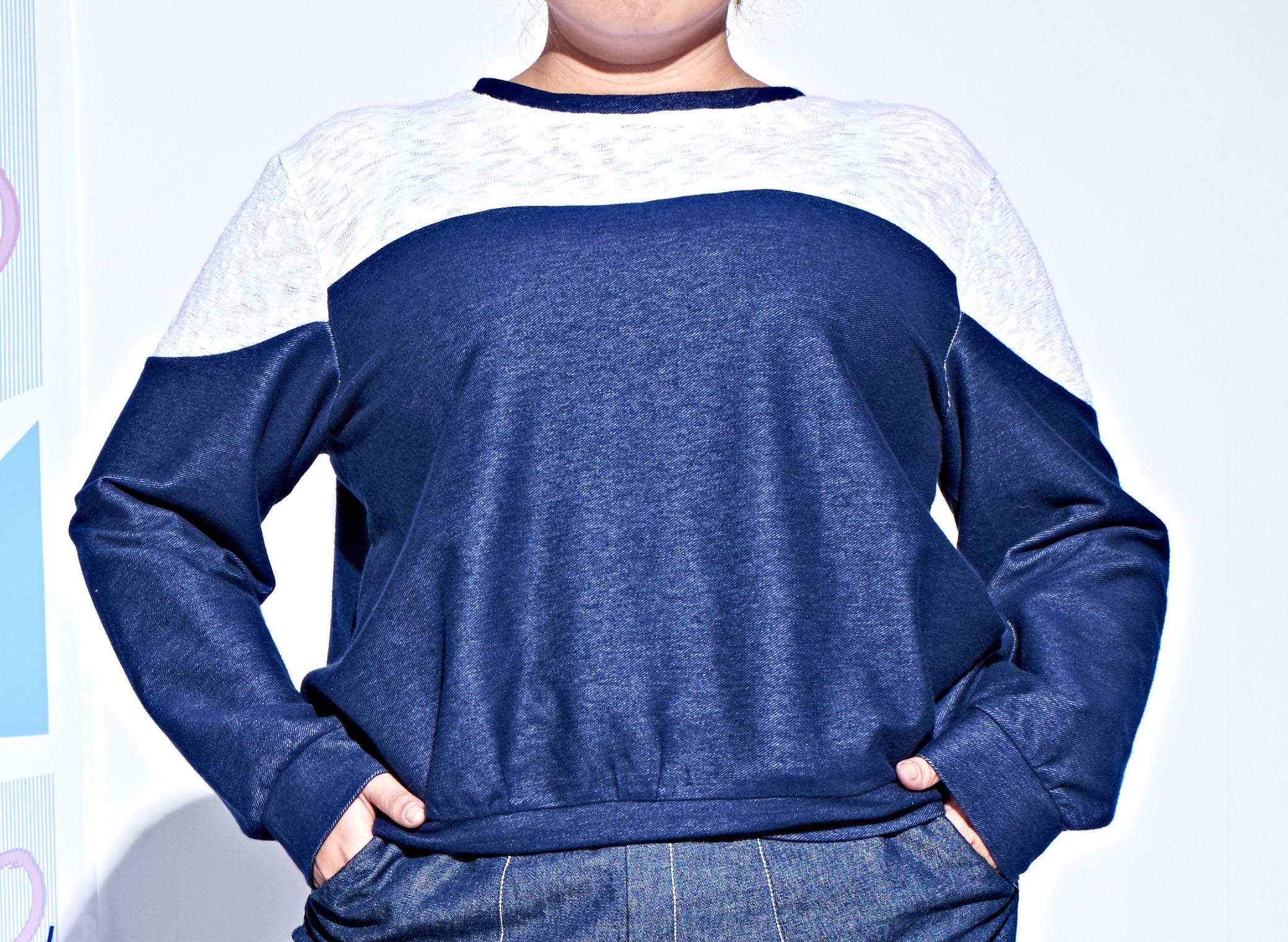 <br/><br/>  藍白拼接上衣<br/><br/>