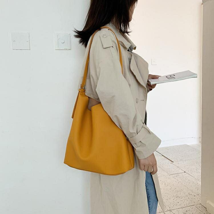 ins韓國大容量單肩包女新款百搭學生軟皮女包森系簡約大包包 果果輕時尚