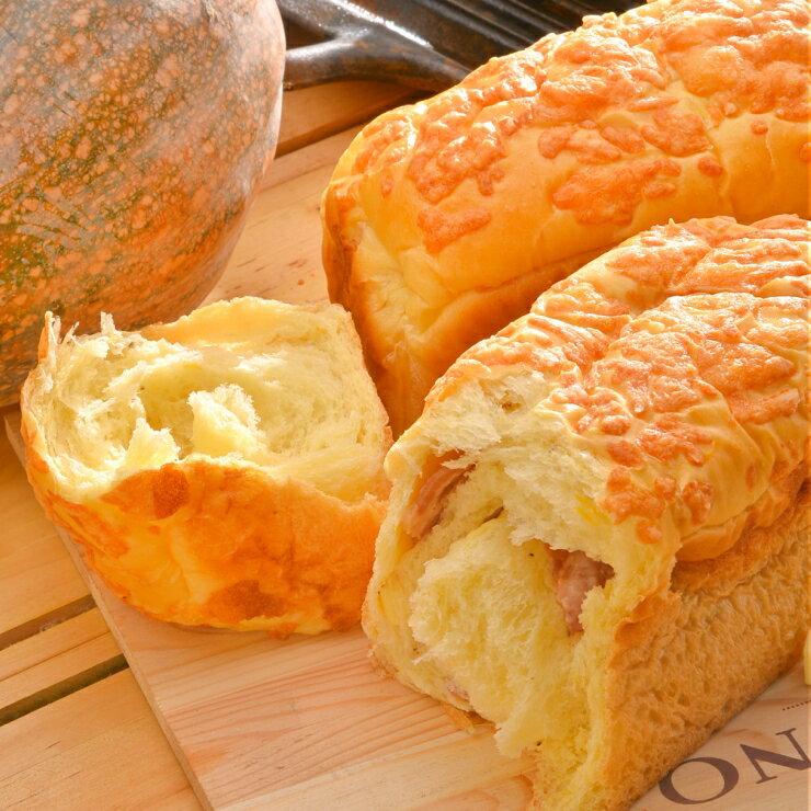 {南瓜吐司} 香濃乳酪培根吐司 ︱490g/條︱高品質乳酪丁與新鮮培根的美味組合,鹹口味的吐司非常適合當早餐呢!