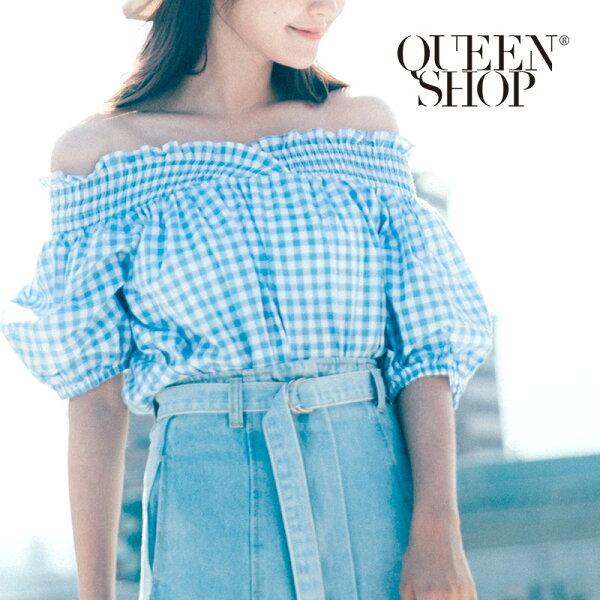 QueenShop【01095910】夏日藍白格鬆緊一字領上衣*預購*