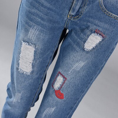 現貨!1件就免運-休閒破洞紅唇牛仔褲九分褲 2色 26-34W /  樂天時尚館。 5