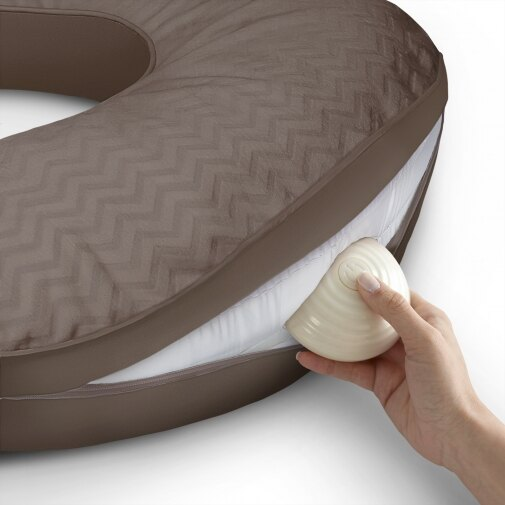 Kids II - Mombo 多功能哺乳曼波枕(按摩枕) -巧克力可可 唯一內含震動器之多功能按摩枕! 2