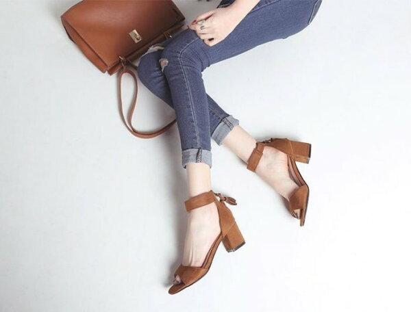 Pyf♥歐美經典流蘇款休閒百搭絨面一字繞踝粗中高跟涼鞋43大尺碼女鞋