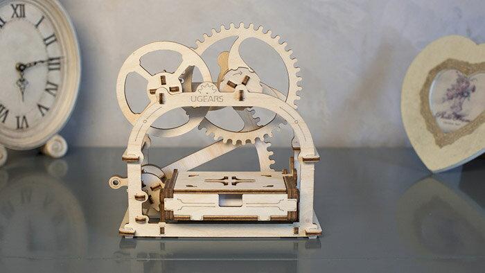 Ugears 自我推進模型 (Mechanical Etui 機動名片盒) 2