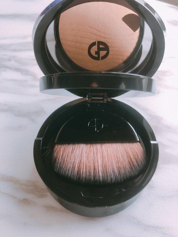 Giorgio Armani 現貨 輕紗裸光慕斯蜜粉餅/訂製軟毛Kabuki刷 亞曼尼 GA《小乖小舖》