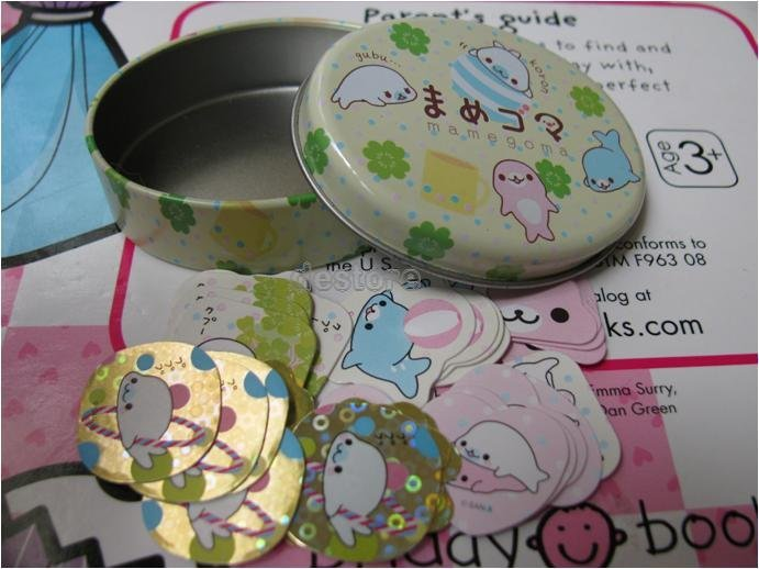 有樂町進口食品 日本 mamegoma 橢園形鐵盒 (付貼紙) - 限時優惠好康折扣