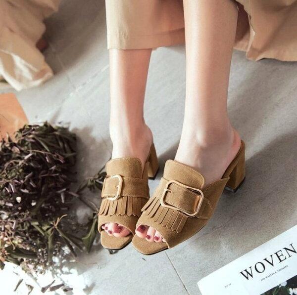 Pyf♥隨性百搭露趾涼拖鞋絨面粗跟穆勒鞋皮帶扣流蘇懶人半拖鞋43大尺碼女鞋