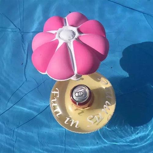 小傘水上充氣杯座水上飲料杯座可樂套夏日必備
