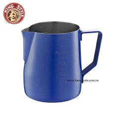 金時代書香咖啡 Tiamo 不沾塗層厚款刻度指示拉花杯 藍色 600ml HC7087BU