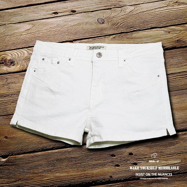 sun~e白色牛仔熱褲超短褲、百搭顯瘦牛仔短褲、褲管二側開岔丹寧短褲、不透明白色牛仔褲、休