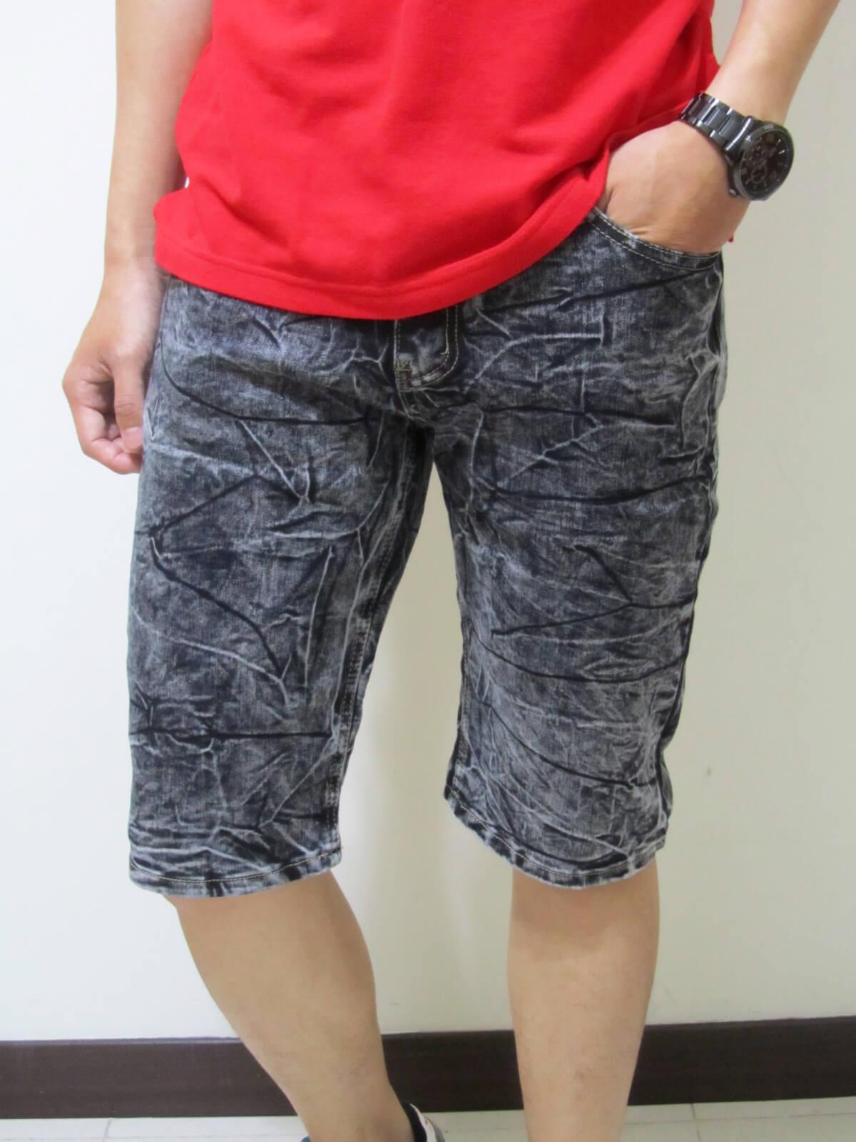 sun-e牛仔六分褲、繡龍頭圖樣、砂洗水波紋彈力六分褲、休閒牛仔褲、休閒六分褲、牛仔短褲、六分丹寧短褲、超輕量、腰圍有皮帶環(褲耳)、褲檔有拉鍊、黑色六分褲(329-3815-21)黑 腰圍:M L XL 2L 3L 4L(28~39英吋) 1