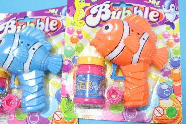 小丑魚環保泡泡槍 手動泡泡槍(真環保.不用裝電池)/一支入 促[#49]~慣性泡泡槍 奇