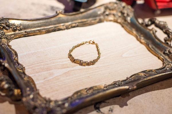 手工設計飾品-古典方型刻紋黃銅鋯石手鍊
