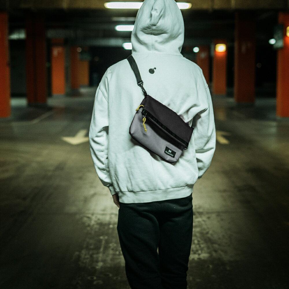 Marmansk – LOVOZERO 超薄輕便摺疊隨身側背包 (Black & Grey)