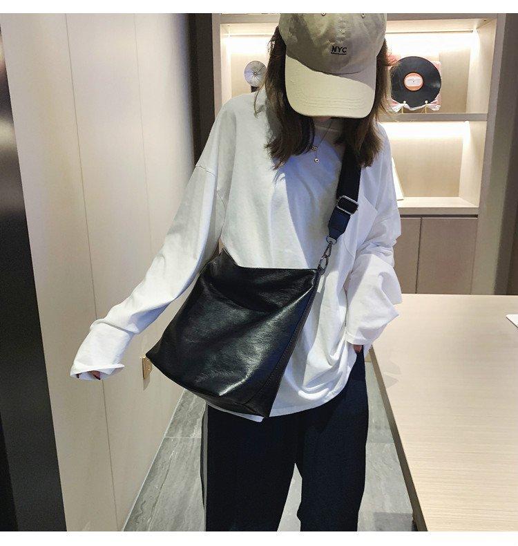 新款潮韓版百搭水桶包寬带斜挎包大容量簡約學生單肩包