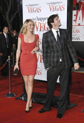 Cameron-Diaz-Wearing-A-Zac-Posen-Dress-Ashton-Kutcher-Wearing-Gucci-At-Arrivals-For-Premiere-Of-What-Happens-In-Vegas-MannS-Village-Theatre-I