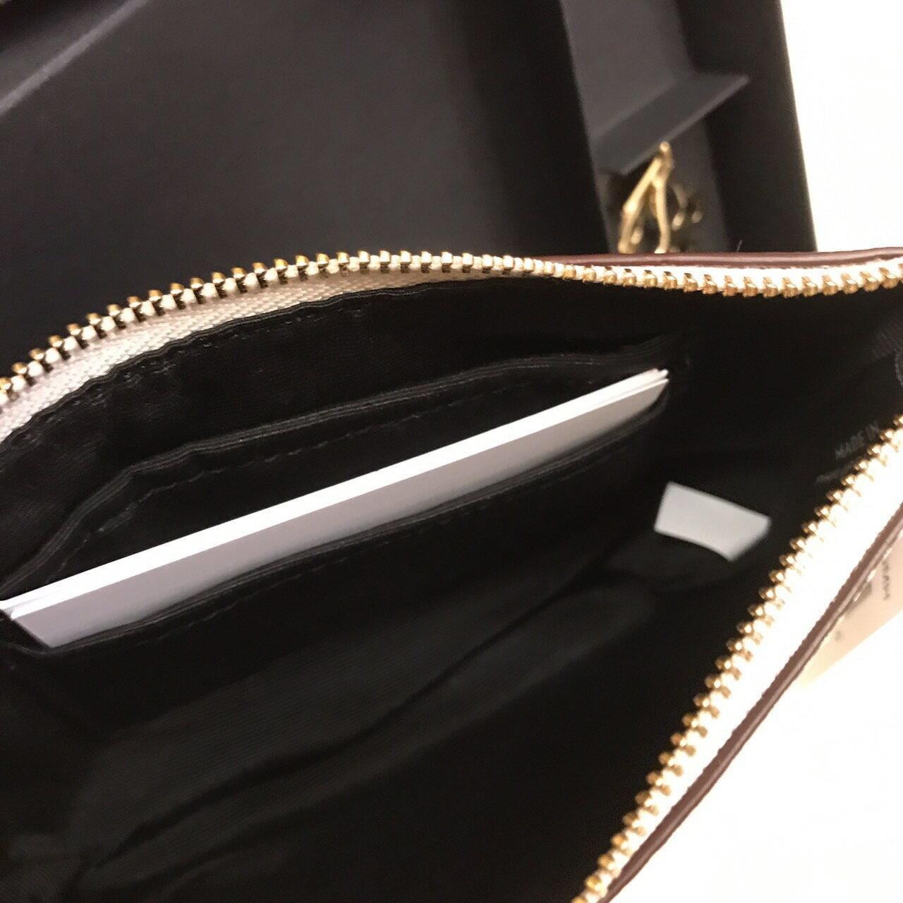 【COACH】限量|蝴蝶愛心吊飾手拿包禮盒組(白色)  ARIBOBO 艾莉波波 2