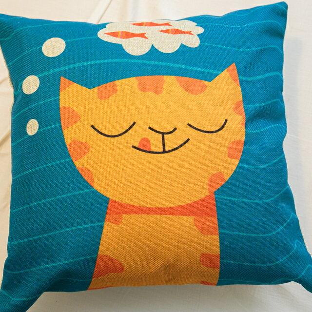 貓咪想吃魚抱枕  棉麻材質  45cmX45cm 花色獨特 觸感扎實