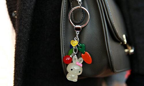 BHJ178-法國品牌Grain de Beaute 施華洛世奇晶鑽可愛紅蘿蔔小兔吊飾 鑰匙圈【韓國製】Aznavour