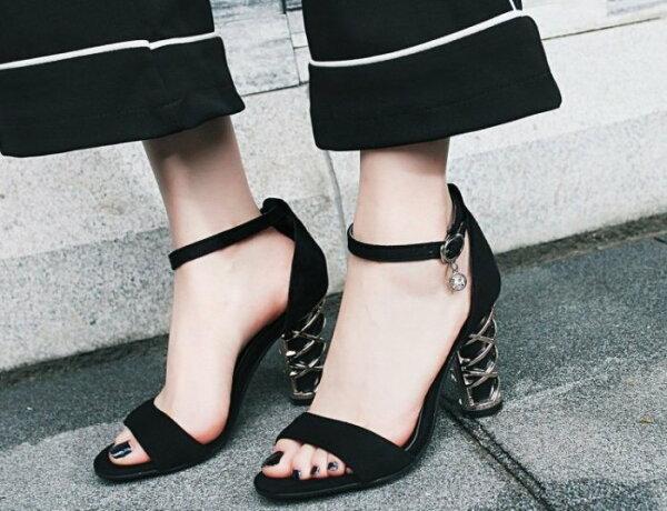Pyf♥絨面一字帶繞踝個性金屬裝飾鞋跟粗跟超穩加大48大尺碼女鞋