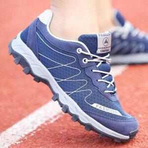 美麗大街【W1601E5】新款情侶跑步鞋透氣女士戶外運動鞋耐磨減震網面男鞋(深藍色)