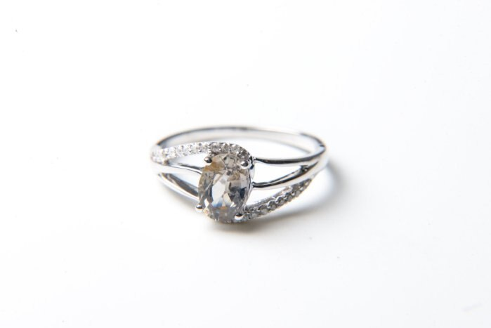 【YLMAA436】無燒綠黃色藍寶戒指( 主石約1.08CT)(18K金)