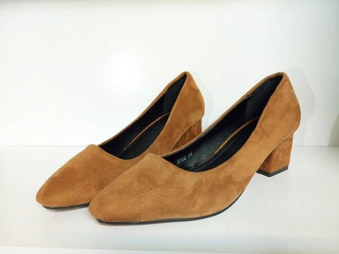 <br/><br/> Pyf ?優雅百搭 韓版絨面高跟鞋 中跟方頭粗跟 42 大尺碼女鞋<br/><br/>