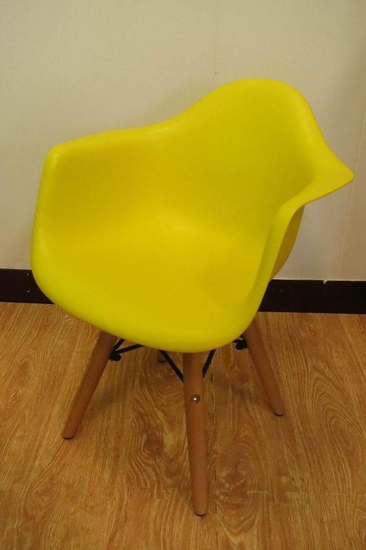 【新生活家具】 黃色 扶手 北歐風 實木腳 餐椅 兒童椅 伊姆斯 DSW Eames 歐瑞 非 H&D ikea 宜家
