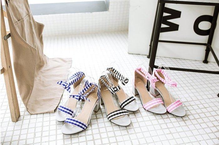 Pyf ♥ 甜美渡假風 蝴蝶結格紋布面 休閒舒適中粗跟涼鞋 加大 46 大尺碼女鞋