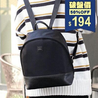 韓系輕盈防水黑色弧形字母尼龍後背包 兩用包 中性包 包飾衣院 P1886 現貨+預購