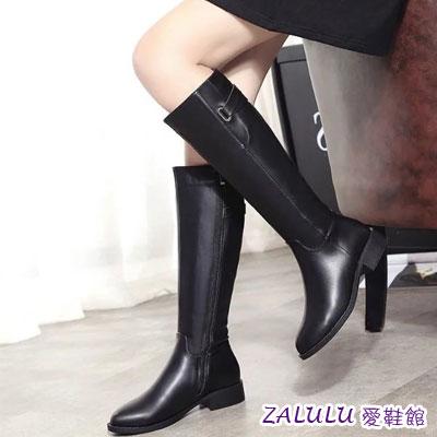 交叉皮帶扣拉鍊低跟長靴