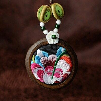 民族風刺繡毛衣鍊 ~ 典雅精緻迷人母親節情人節生日 女飾品73hf24~ ~~米蘭 ~