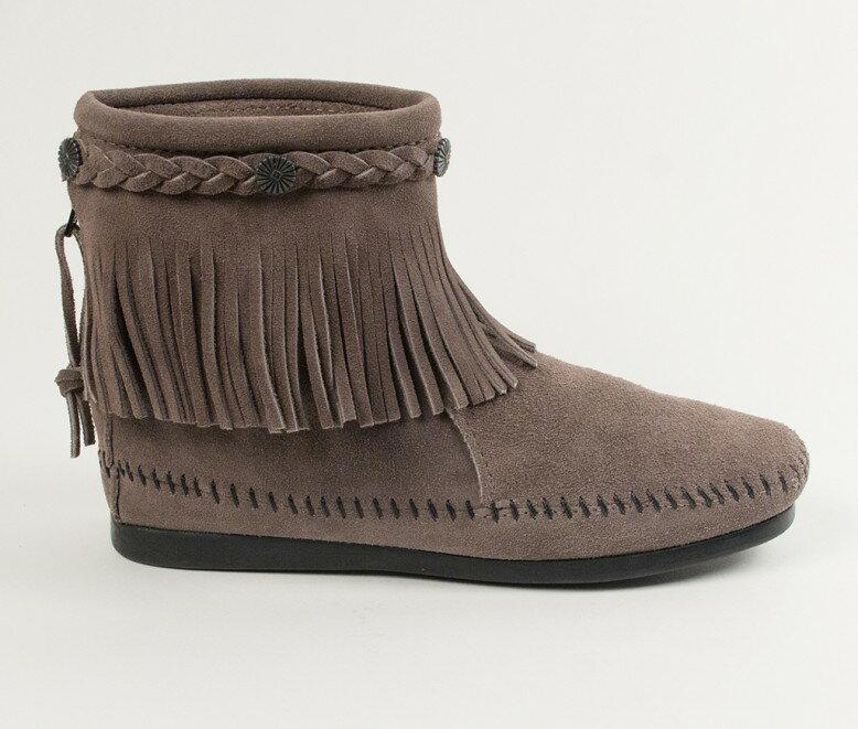 【Minnetonka 莫卡辛】灰色 - 麂皮後拉鍊流蘇莫卡辛短靴 2