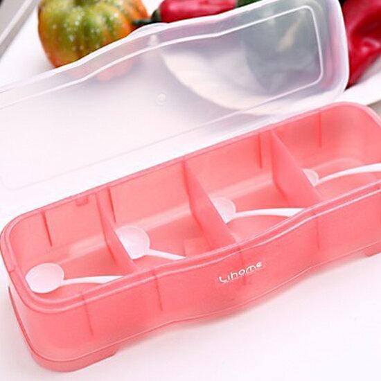 ♚MY COLOR♚簡約粉色調味盒(四格) 附勺 廚房 粉末 鹽巴 味精 料裡 烘焙 居家 工具【K83-3】