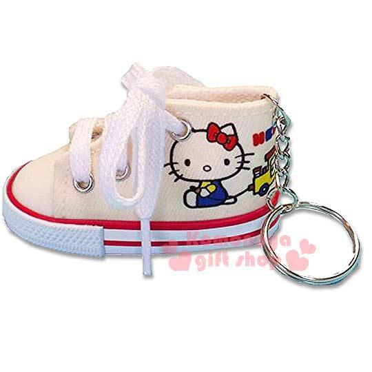 〔小禮堂〕Hello Kitty 帆布鞋造型鑰匙圈《米黃.側坐》